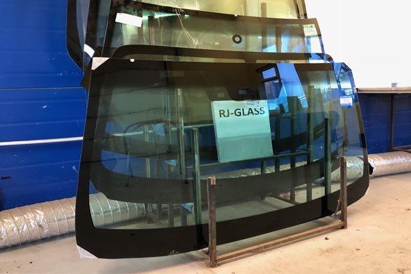 лобовое стекло на грузовик